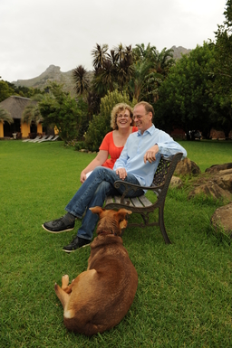 BoligBytte til,South Africa,Hout Bay / Cape Town,Claudia & Hartmut with Chocolate