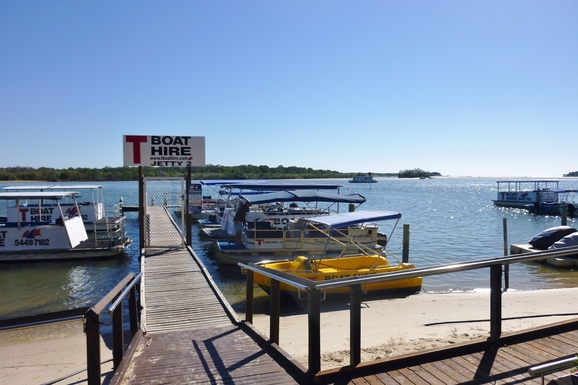 Home exchange in,Australia,Noosaville,Boat hire and ferry stop directly across the road