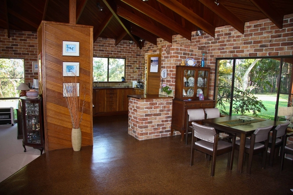 Home exchange in,Australia,Sandy Beach,Kitchen and dining room.