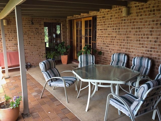 Home exchange in,Australia,Sandy Beach,Outdoor setting in courtyard. Nice spot for a meal