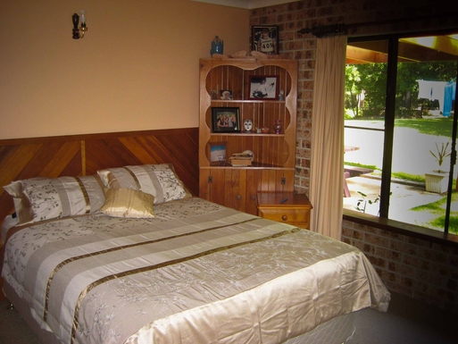 Home exchange in,Australia,Sandy Beach,Second bedroom with queen size bed.