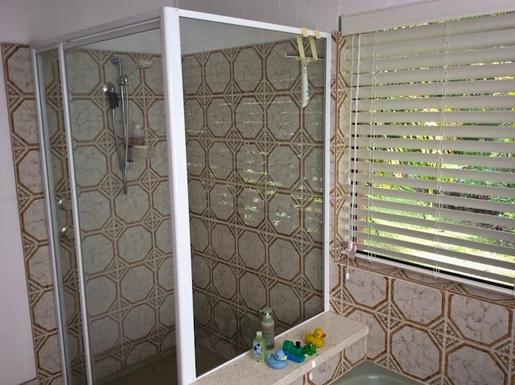 Home exchange in,Australia,Sandy Beach,Shower in bathroom.