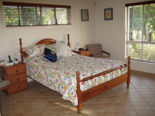 Home exchange in,Australia,BRIDGEMAN DOWNS,Main bedroom with ensuite.