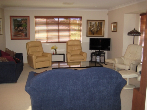 Home exchange in,Australia,BRIDGEMAN DOWNS,Lounge room.
