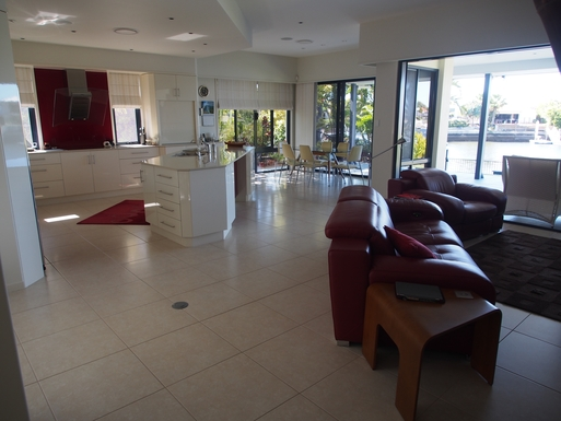 Home exchange in,Australia,Banksia Beach, Bribie Island,Entry in to the open plan living area.