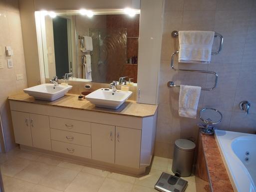 Home exchange in,Australia,Banksia Beach, Bribie Island,Ensuite - large shower, bath, and separate toilet