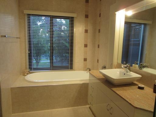 Home exchange in,Australia,Banksia Beach, Bribie Island,Bathroom is also adjacent to a separate toilet.