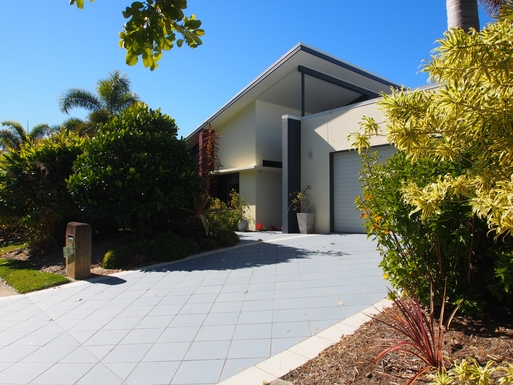 Home exchange in,Australia,Banksia Beach, Bribie Island,Entry to our home with double garage.