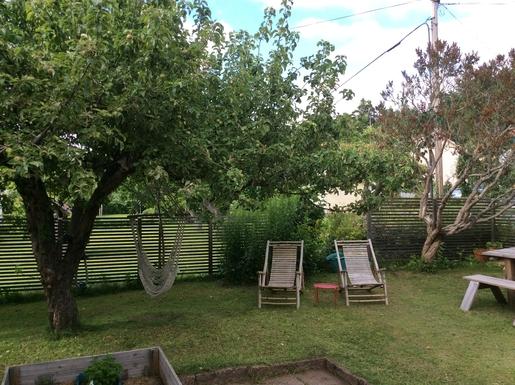 BoligBytte til,Sweden,Stockholm,The garden in july. Sitting area under the apple t