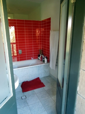 Home exchange in,Australia,Randwick,Ensuite Bathroom to master bed