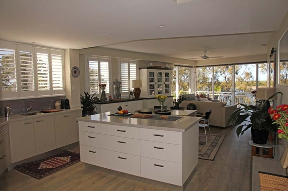 Home exchange in,Australia,MAROOCHYDORE,Kitchen through to lounge