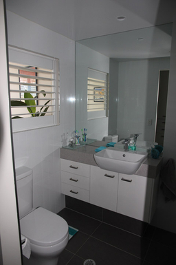 Home exchange in,Australia,MAROOCHYDORE,Ensuite vanity