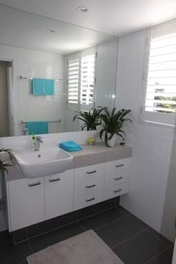 Home exchange in,Australia,MAROOCHYDORE,Main bathroom vanity