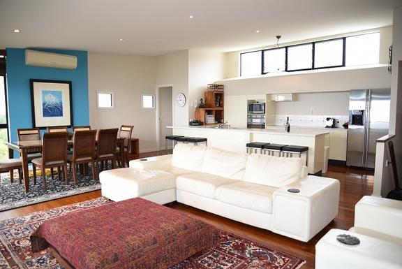 Home exchange in,Australia,Coolum Beach,Upstairs open plan kitchen, lounge, dining