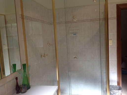 Home exchange in,Australia,PYMBLE,main bathroom shower