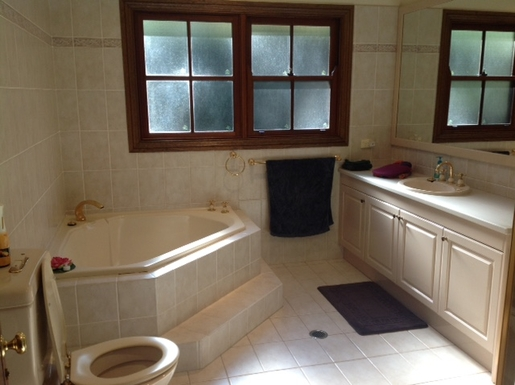 Home exchange in,Australia,PYMBLE,main bathroom