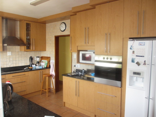 BoligBytte til,South Africa,Oudtshoorn,Kitchen with large fridge & ice dispenser