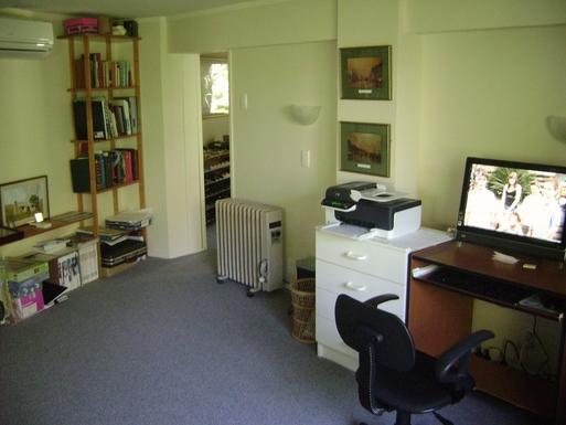 BoligBytte til,New Zealand,Wellington, 48k, N,study/ computer room