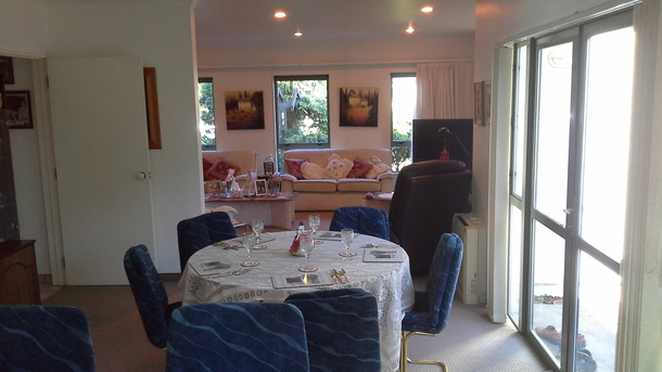 BoligBytte til,New Zealand,Blenheim,Dining in style for 2 to 6. Leads out to outdoor l