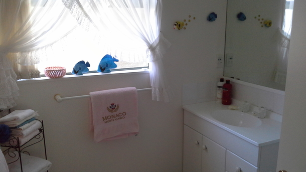 BoligBytte til,New Zealand,Blenheim,Upstairs bathroom with shower and vanity & Heated