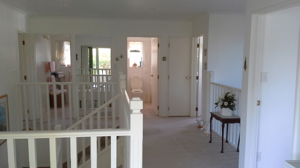 BoligBytte til,New Zealand,Blenheim,Landing leads to three bedrooms, separate toilet a