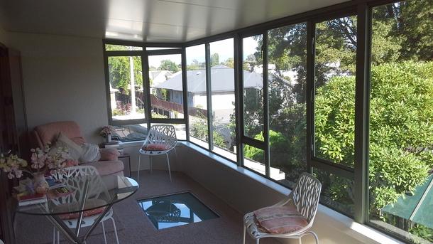 BoligBytte til,New Zealand,Blenheim,Upstairs large open sunroom. Glassed windows - all