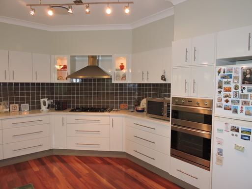 Home exchange in,Australia,Worrigee,Large Modern Kitchen