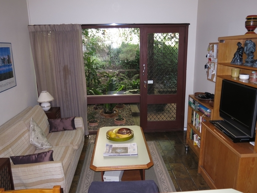 Home exchange in,Australia,BALGOWLAH,Sitting area off kitchen with view to rear garden