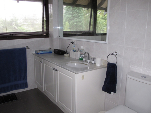 Home exchange in,Australia,BALGOWLAH,Main bathroom with separate bath and shower