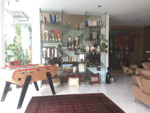 BoligBytte til,Singapore,Singapore,Living room with French foosball table!