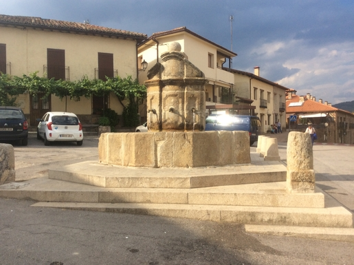 BoligBytte til,Spain,Montejo de la Sierra,Fountain in village square