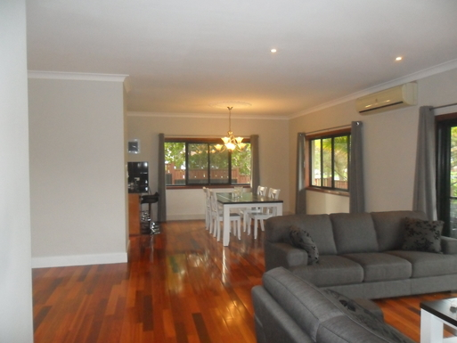 Home exchange in,Australia,Elanora, Gold Coast,living and dining room