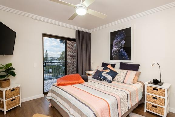 Home exchange in,Australia,MOOLOOLABA,Master bedroom with rear deck overlooking river