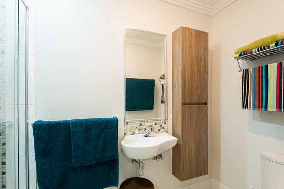 Home exchange in,Australia,MOOLOOLABA,Ensuite with waterfall shower to the left
