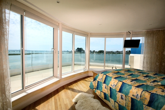 Home exchange in,United Kingdom,POOLE,Master bedroomLooking south west.