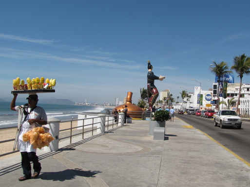BoligBytte til,Mexico,Mazatlan,Enjoy a walk along the malecon..day or night.