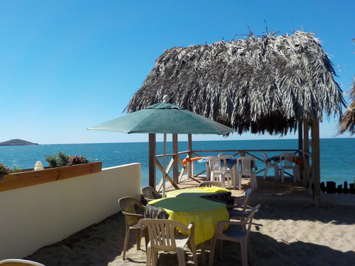 BoligBytte til,Mexico,Mazatlan,Lunch beside the ocean at Surf's Up.