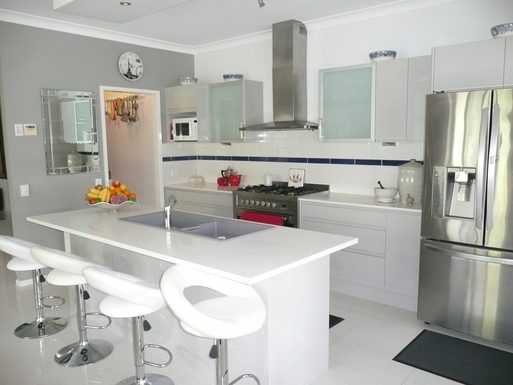 Home exchange in,Australia,BANKSIA BEACH,Modern gourmet kitchen with butlers pantry