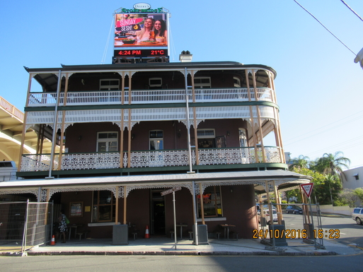 Home exchange in,Australia,Brisbane CBD,,Story Bridge Hotel - our iconic local - only 200m