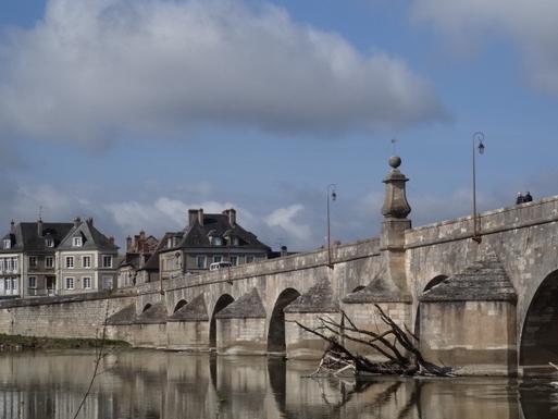 BoligBytte til,France,La Charite-sur-Loire,1500s bridge into La Charite