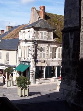 BoligBytte til,France,La Charite-sur-Loire,Apartment above wine shop