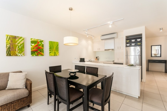 Home exchange in,Australia,PALM COVE,Kitchen and dining area