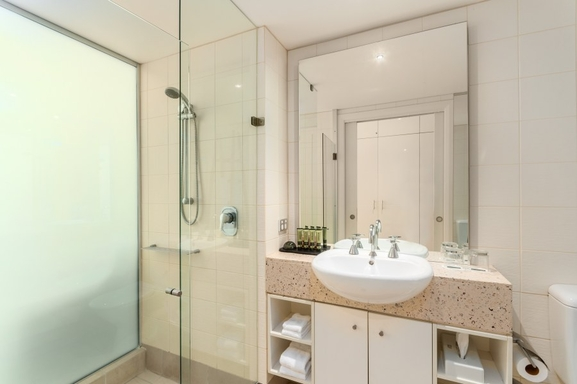 Home exchange in,Australia,PALM COVE,One of two bathrooms