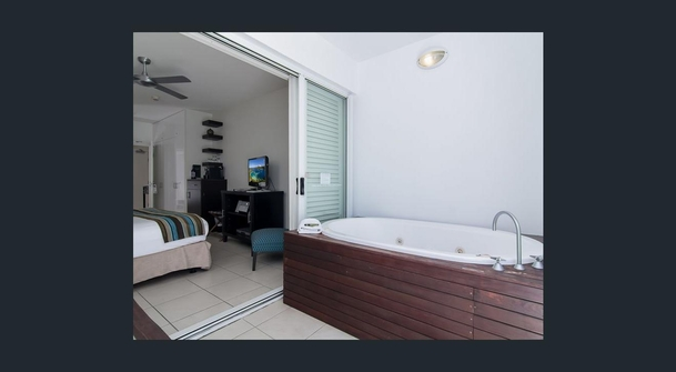 Home exchange in,Australia,PALM COVE,Second bedroom with spa