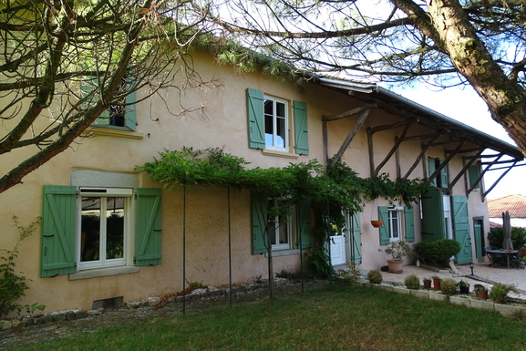 Huizenruil in  Frankrijk,MAUBEC, Auvergne-Rhône-Alpes,Renovated farmhouse / private swimming pool,Home Exchange Listing Image
