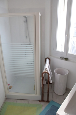 BoligBytte til,France,Angouleme, km, 0,very comfortable shower