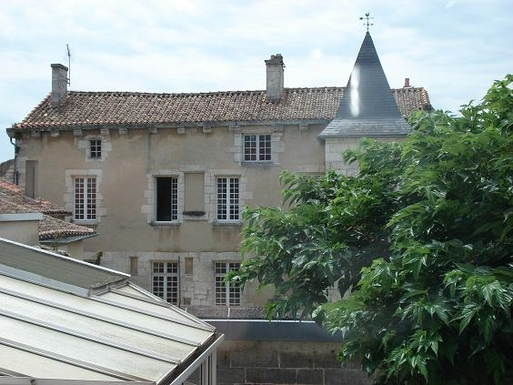 BoligBytte til,France,Angouleme, km, 0,Renaissance manor in downtown Angouleme