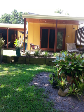 Home exchange in,Australia,Amity Point,Bungalow with patio overlooking garden