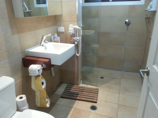 Home exchange in,Australia,Amity Point,Spacious bathroom with Italian tiles