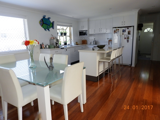 Home exchange in,Australia,Margate,Kitchen with breakfast bar .